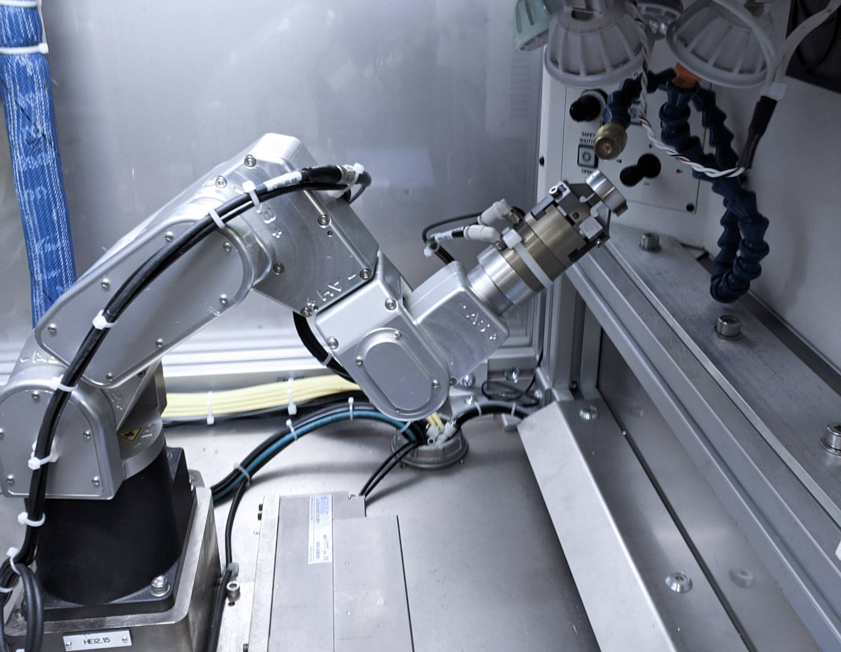 Manufacturing at Token Ring with the Meca500 robot