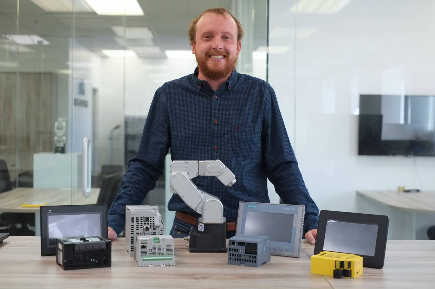 Alexandre Pérusse with the Meca500 and various PLCs and HMIs