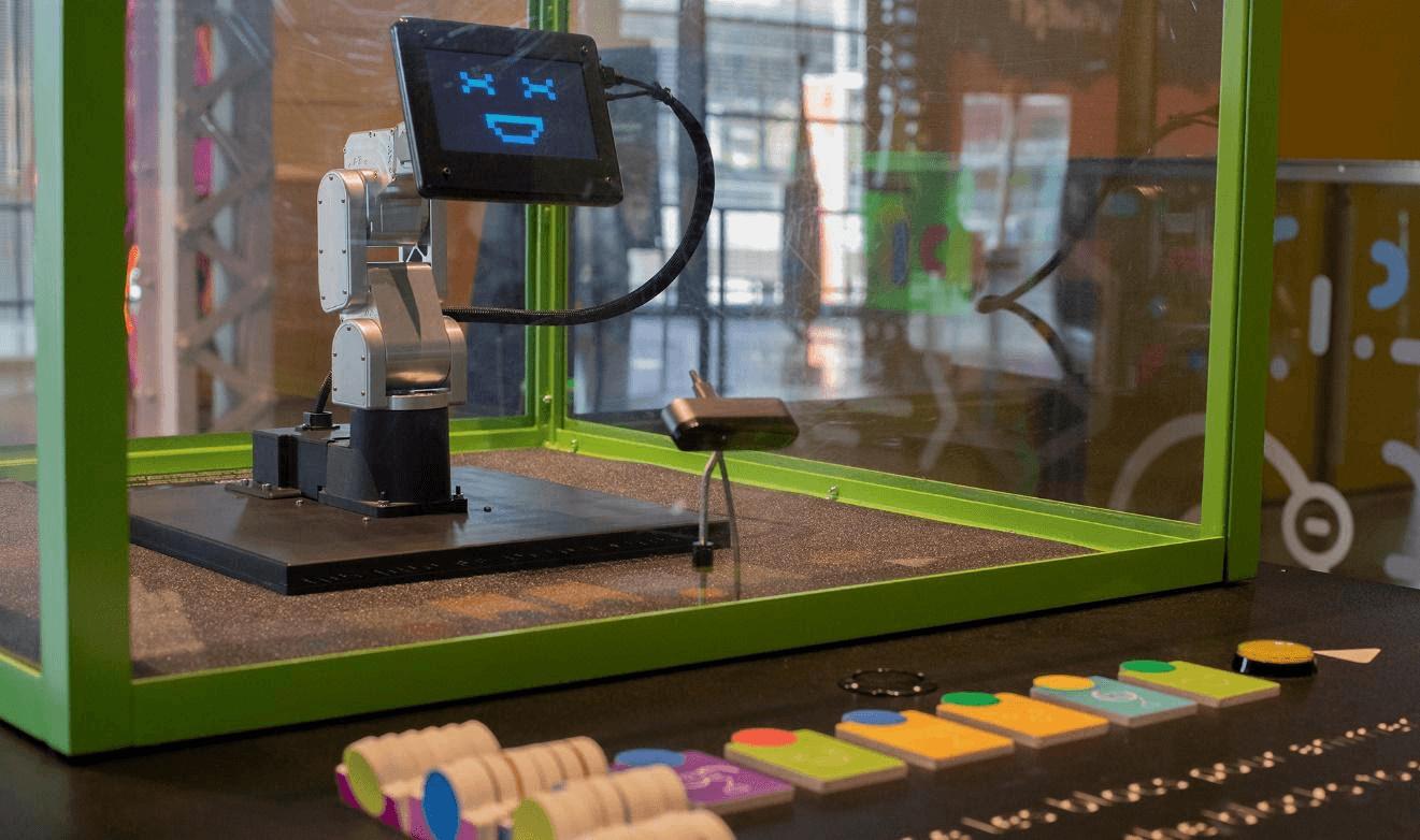 "Meca500工业机械臂在蒙特利尔科学中心的探索展览。图片来源:https://www.montrealsciencecentre.com""srcset="